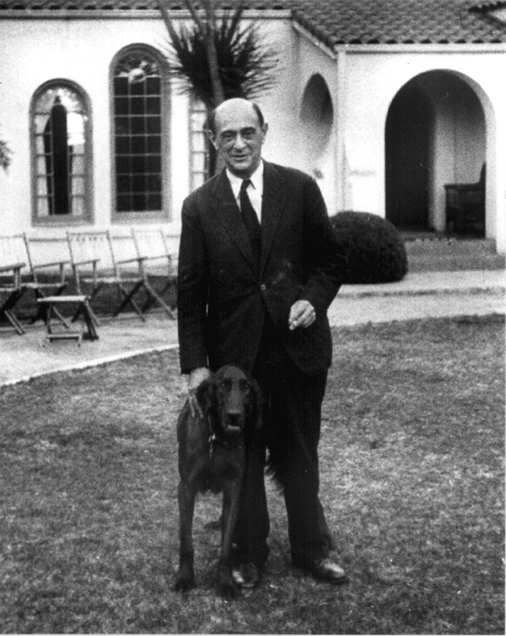 arnold schoenberg 2 15062014 the austrian composer arnold schoenberg published four string quartets, distributed over his lifetime these were the string quartet no 1 in d minor, op.
